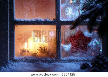 Постер, плакат: Морозная окно с рождественские украшения, холст на подрамнике