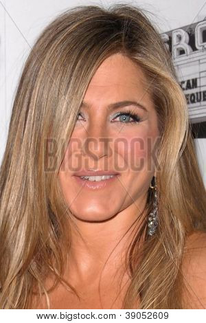 LOS ANGELES - NOV 15:  Jennifer Aniston arrives for the 26th American Cinematheque Award Honoring Ben Stiller at Beverly Hilton Hotel on November 15, 2012 in Beverly Hills, CA