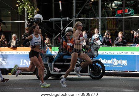 Paula Radcliffe Leading Kara Goucher
