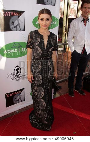 LOS ANGELES - AUG 4:  Olesya Rulin arrives at L.A.'s Feline Rescue Center's
