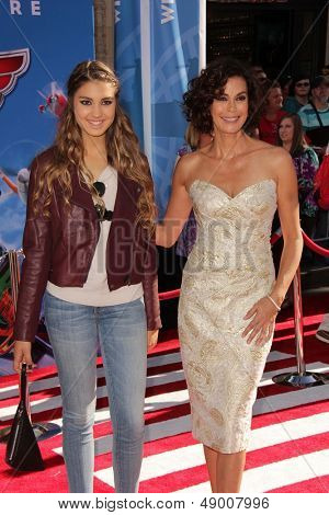 LOS ANGELES - AUG 5:  Emerson Tenney, Teri Hatcher arrives at the