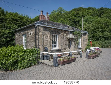 yorkshire lockkeepers cottage
