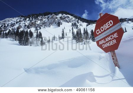 Closed--avalanche danger' sign in snow