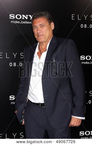 LOS ANGELES - AUG 7:  Steven Bauer arrives at the