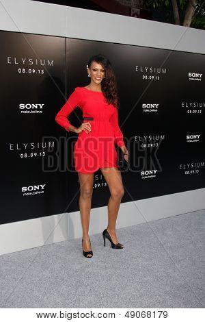 LOS ANGELES - AUG 7:  Judi Shekoni arrives at the