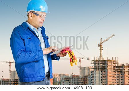 Foreman With ipad