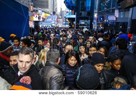 Mass of people between 44th & 45th Streets