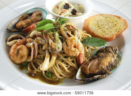 sea food  spaghetti green curry sauce Thai fusion food