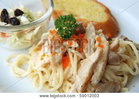 spaghetti white cream sauce fresh cream with fish eggs topping
