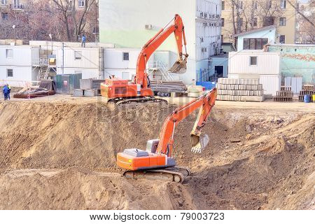 Building Foundation Pit