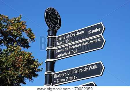 Landmark signpost, Evesham.