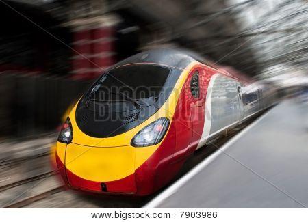 schnelle Zug mit Bewegungsunschärfe Geschwindigkeit