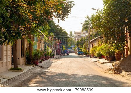Quiet Phnom Penh Street