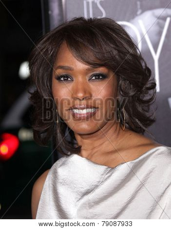 LOS ANGELES - FEB 08:  ANGELA BASSETT arrives to the
