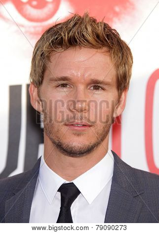 LOS ANGELES - MAY 30:  RYAN KWANTEN arrives to