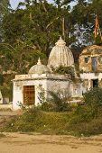 pic of shiva  - Little temple of Shiva Tryambakeshwar  - JPG
