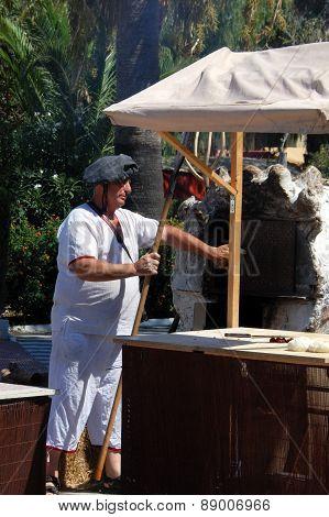 Medieval baker, Barbate.