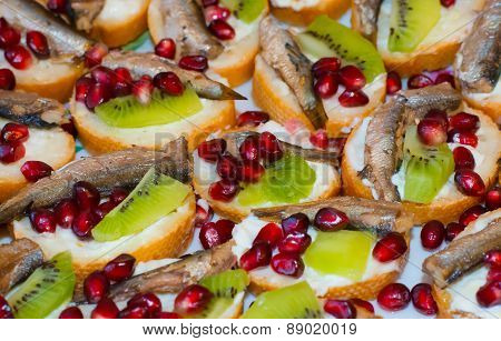 Bread and butter sandwich with fruits nad fish