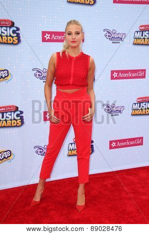 LOS ANGELES - APR 25:  Veronica Dunne at the Radio DIsney Music Awards 2015 at the Nokia Theater on April 25, 2015 in Los Angeles, CA