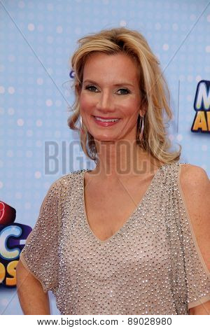 LOS ANGELES - APR 25:  Beth Littleford at the Radio DIsney Music Awards 2015 at the Nokia Theater on April 25, 2015 in Los Angeles, CA