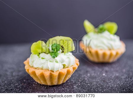 Small Biscuits With Kiwi And Sweet Cream