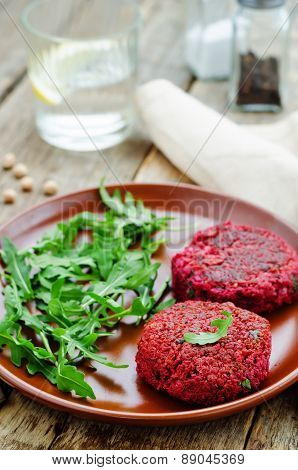 Chickpeas, Quinoa And Beet Burgers With Arugula