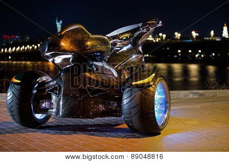 Black trike standing on the night street