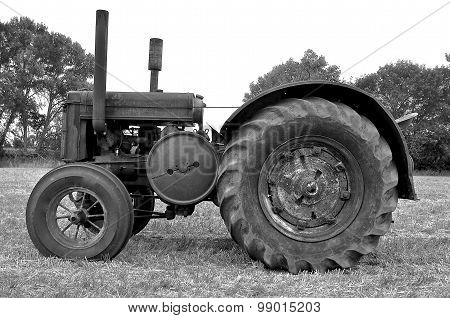 Old antique tractor (black and white)