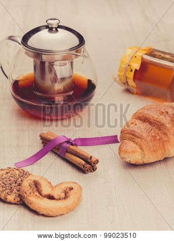 Tea in a transparent cup, cinnamon and oat cookie.