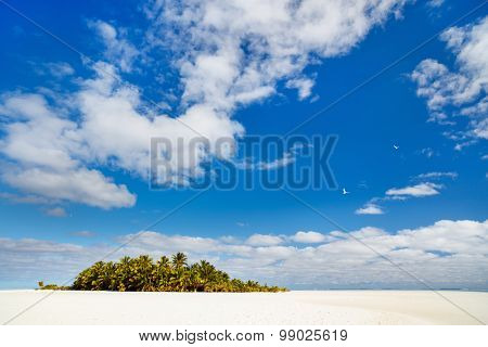 Idyllic tropical island and turquoise ocean water in Soth Pacific