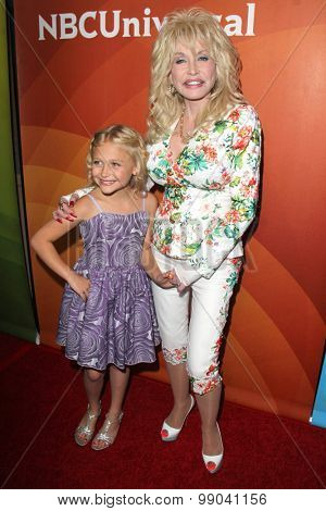 LOS ANGELES - AUG 13:  Alyvia Alyn Lind, Dolly Parton at the NBCUniversal 2015 TCA Summer Press Tour at the Beverly Hilton Hotel on August 13, 2015 in Beverly Hills, CA