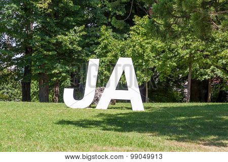 Yes / Ja, White Letters