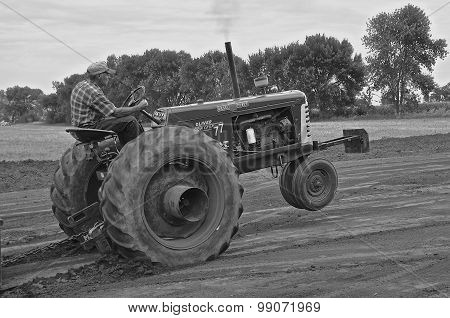 Black and white: Tractor pull at a steam thresher's reunion