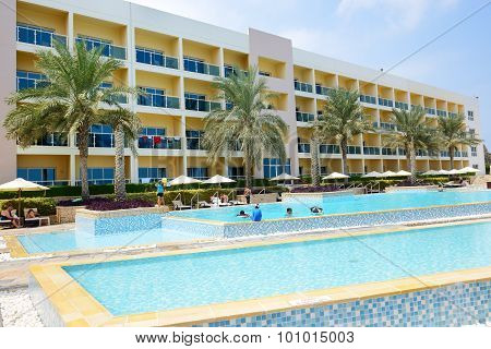 Fujairah, Uae - September 7: The Tourists Enjoying Their Vacation At Luxury Hotel On September 7, 20