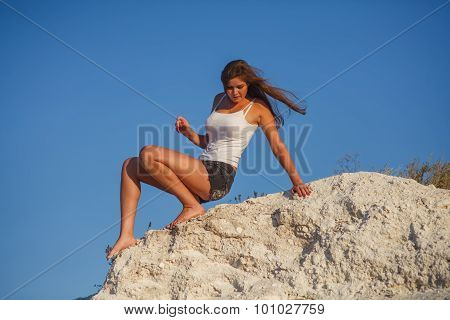 woman blonde woman descends from the high mountains boitsya phob