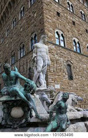 Florence  Statue Of Neptune In The Fountain And Palazzo Vecchio