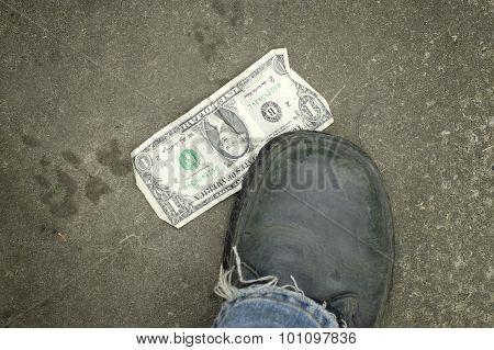 Dollar Under Foot