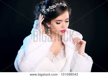 Fashion Winter Portrait Of Beautiful Girl  In White Fur Coat. Makeup. Hairstyle. Glamour Young Woman