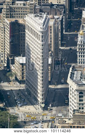 An image of the Flat Iron Building in New York