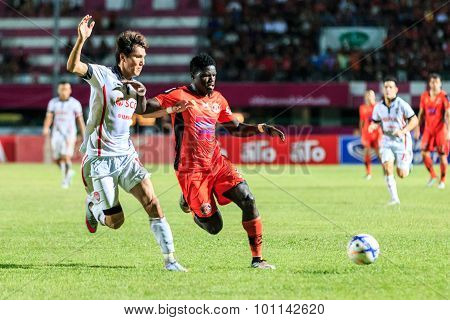 Sisaket Thailand-august 19: O. J. Obatola Of Sisaket Fc. (orange) In Action During Thai Premier Leag
