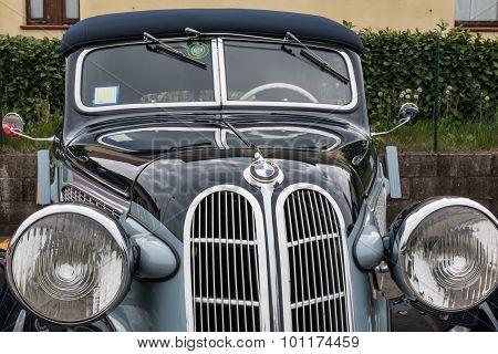 Bmw Retro Vintage Car Front View Detail
