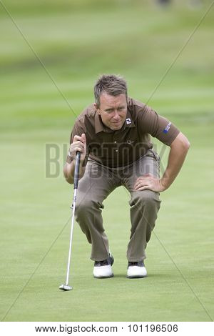WENTWORTH, ENGLAND. 23 MAY 2009.Mark FOSTER ENG lining up a putt playing in the 3rd round of the European Tour BMW PGA Championship.