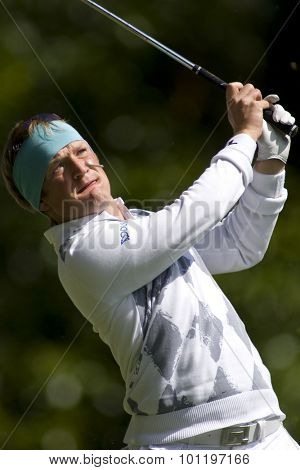 WENTWORTH, ENGLAND. 22 MAY 2009.Pelle EDBERG SWE about to get hit in the eye with his tee after teeing off on the 2nd playing in the 2nd round of the European Tour BMW PGA Championship.