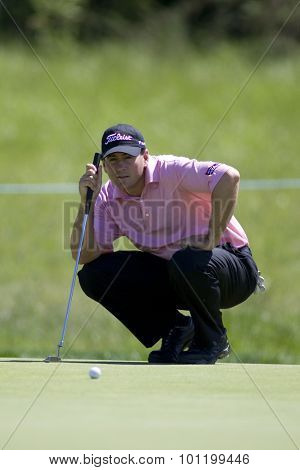 KENT ENGLAND, 30 MAY 2009. Ben CURTIS (USA) lines up a putt playing in the third round of the European Tour European Open golf tournament.