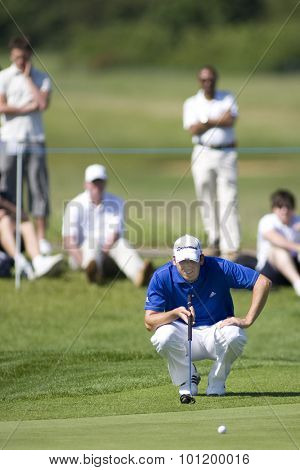 KENT ENGLAND, 30 MAY 2009. Sergio GARCIA (ESP) lines up a putt on the 1st gree playing in the third round of the European Tour European Open golf tournament.
