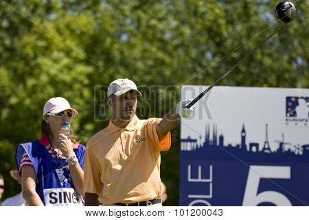 KENT ENGLAND, 29 MAY 2009. Jeev Milkha SINGH (IND) and his caddy discuss a shot playing in the second round of the European Tour European Open golf tournament.