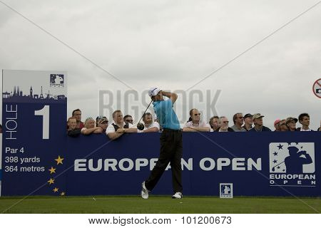 KENT ENGLAND, 27 MAY 2009. Retief GOOSEN (RSA) teeing off on the first tee playing in the first round of the European Tour European Open golf tournament.
