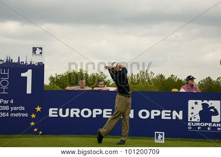 KENT ENGLAND, 27 MAY 2009. Anthony KANG (USA) teeing off on the 1st tee playing in the first round of the European Tour European Open golf tournament.