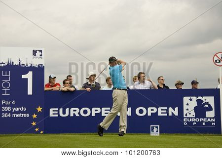 KENT ENGLAND, 27 MAY 2009. Shaun MICHEEL (USA) teeing off on the  tee playing in the first round of the European Tour European Open golf tournament.