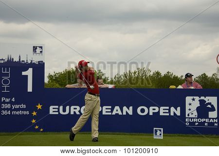 KENT ENGLAND, 27 MAY 2009. Tano GOYA (ARG) teeing off on the 1st tee playing in the first round of the European Tour European Open golf tournament.